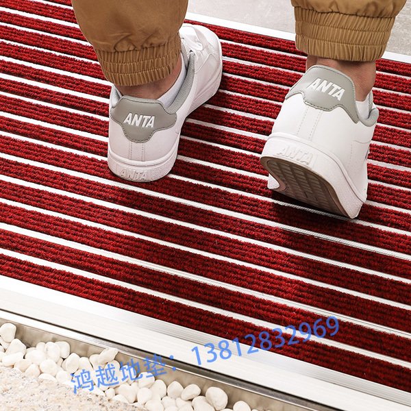 门口铺防尘地毯